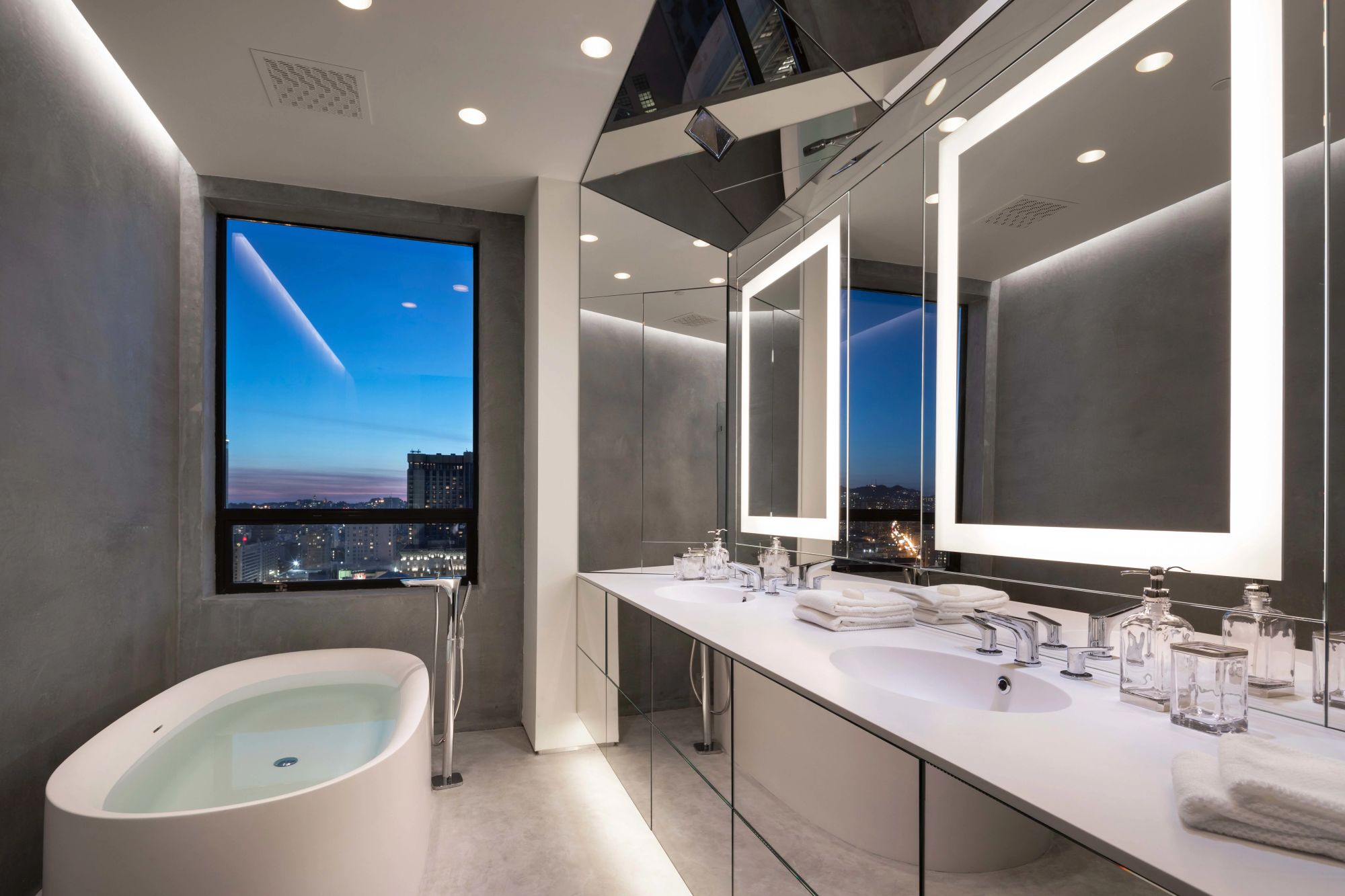 Ritz Carlton Penthouse Unit 2401 Going To Auction