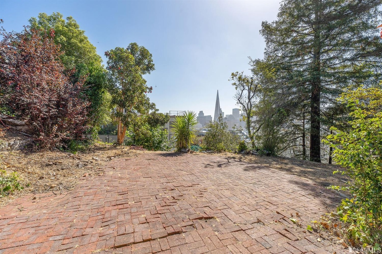 Historic Empty Russian Hill Lot (yes) Asks $13 Million